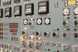 日本と海外の異なる制御盤の部品選定の構造・仕組みに対する規格要求