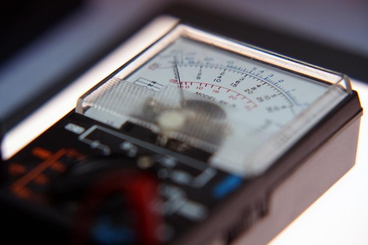 電圧・電流・抵抗の関係-オームの法則と世界の電源電圧