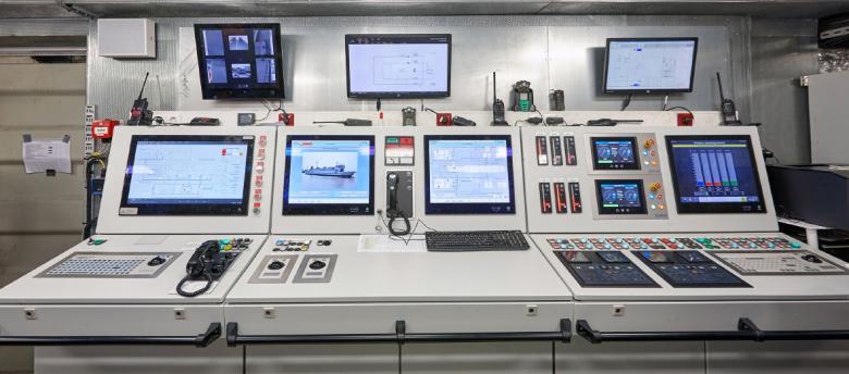 フェリー MS Ostfriesland号に搭載されるキャビネットとラック技術