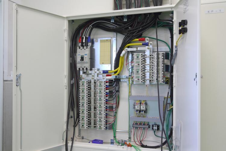 配線用遮断器の役割と選定方法―過電流から回路を守る