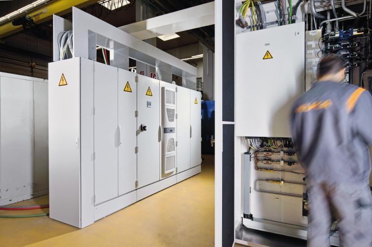 KUKA Industries社:TS8 エンクロージャー(キャビネット)搭載のMagnetarc溶接機