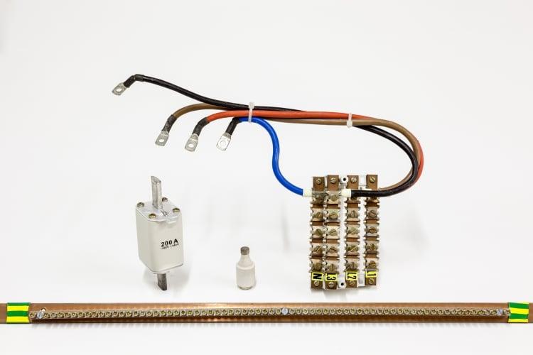 バスバー(ブスバー)の使い方―バスバーを基準にシステム化した制御盤も登場