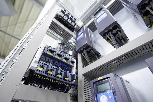 高圧と低圧の違い―電力使い分けの理由と必要な受電設備