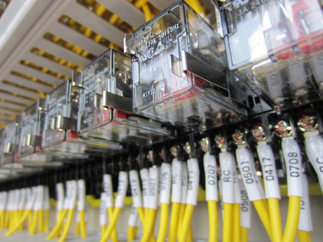 電気信号を伝えるリレーが持つ3つの役割